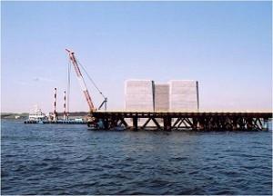 AM7:30 本日の現場は東京港臨海道路の橋脚付近