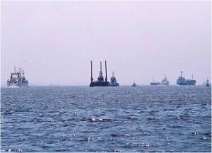 AM10:00 東京港は昼夜を問わず数多くの船が航行する